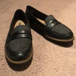 Black cushioned loafers
